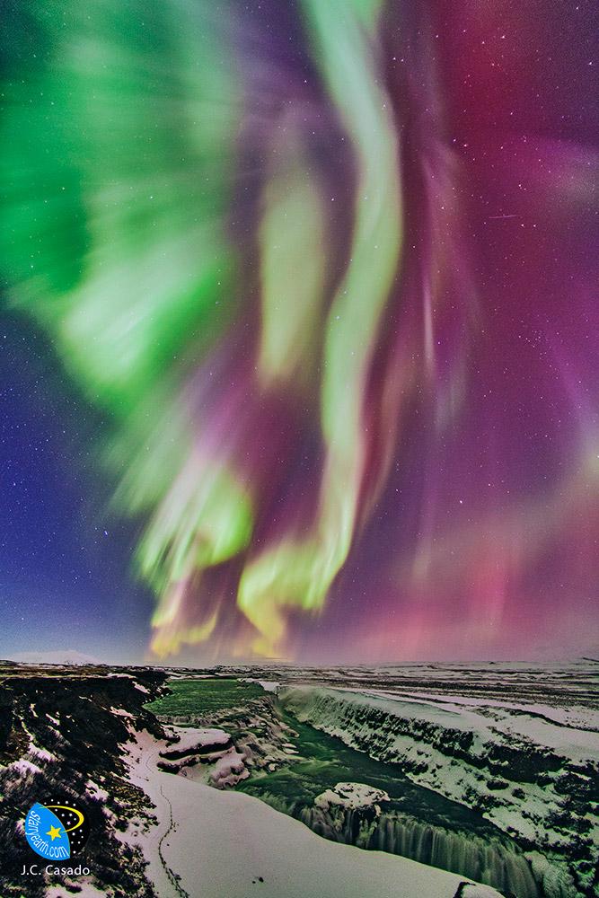 Màn trình diễn màu sắc ở thác nước Gullfoss. Tác giả : Juan Carlos Casado.
