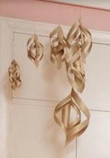 http://www.hogarutil.com/decoracion/manualidades/otros/201212/como-hacer-guirnaldas-carton-17927.html