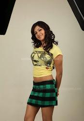 Samantha Hot Thigh and Navel Show