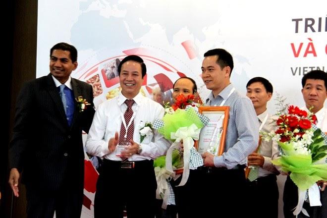 Trang trại Vinamilk nhận giải 'Trang trại bò sữa xuất sắc'