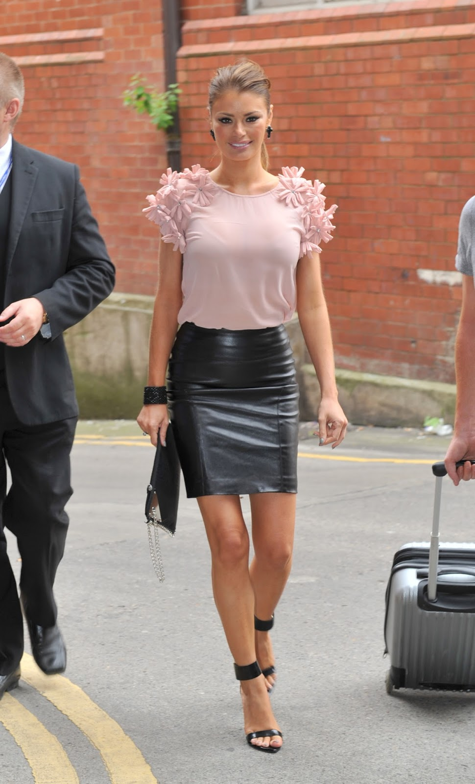 Tight leather skirt with long zipper 6