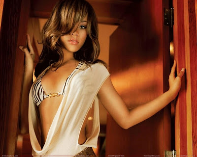rihanna_wallpaper_very_hot_sweetangelonly.com