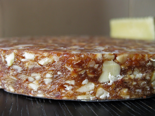 Spanish nut cake with dates