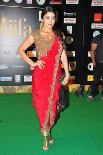 Actress Shriya Saran Latest Pictures in Red Saree at IIFA Utsavam Awards 2016  25286)