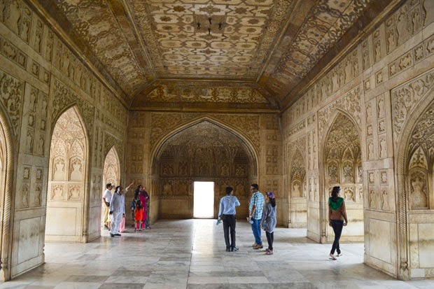 agra fort inside