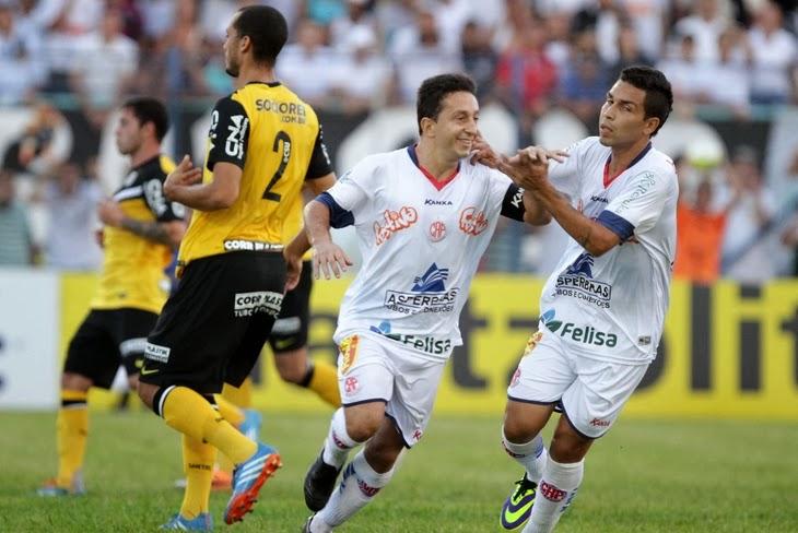 Penapolense vence Santos