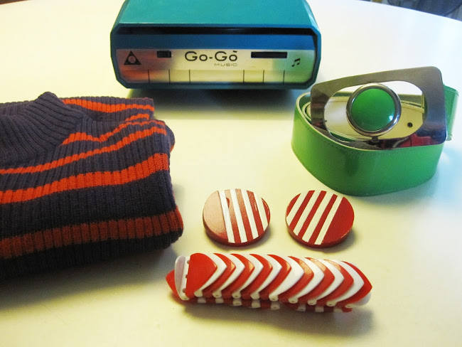 70's patent belt , orange and purple striped skinny-rib sweater , vintage plastic bracelet , turquoise Go-Go slot-in record player , red and white stripes wooden earrings 1960 1960s 60s 60' yard sales garage brocantes brocante broc bracelet ceinture vernie vert pomme go-go gogo go mange disque disques mange-disque années 60 70 1970 70s 1970s sixties seventies mod twiggy