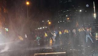 Ricuh Demo Tolak Kenaikan BBM Berlanjut Hingga Senayan