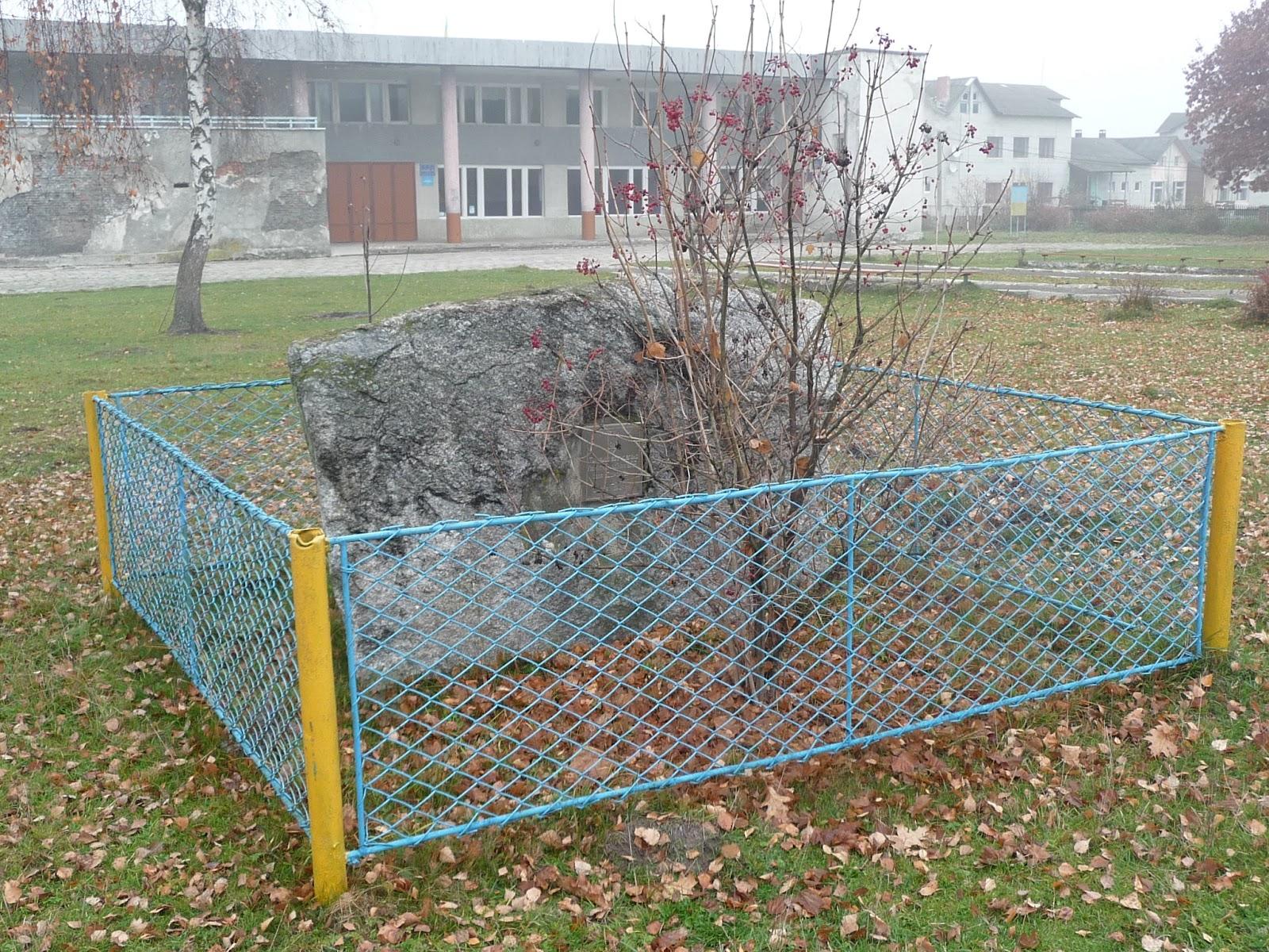 Верхній Дорожів. Камінь під установку пам'ятника героям УПА