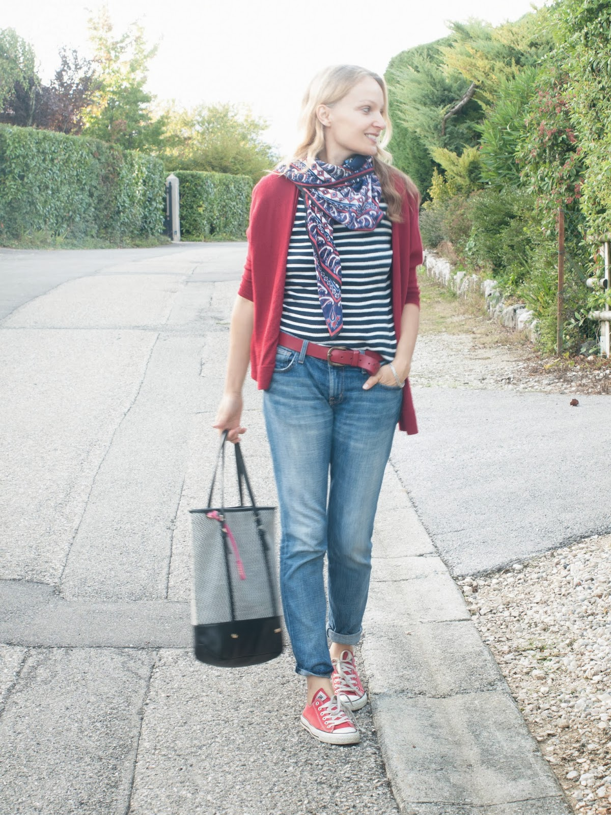 Girl in converse, converse and boyfrined jeans, fall outfit, back to school, PRADA show