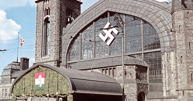 world war ii in color hamburger hauptbahnhof during the state visit of miklos horthy. Black Bedroom Furniture Sets. Home Design Ideas