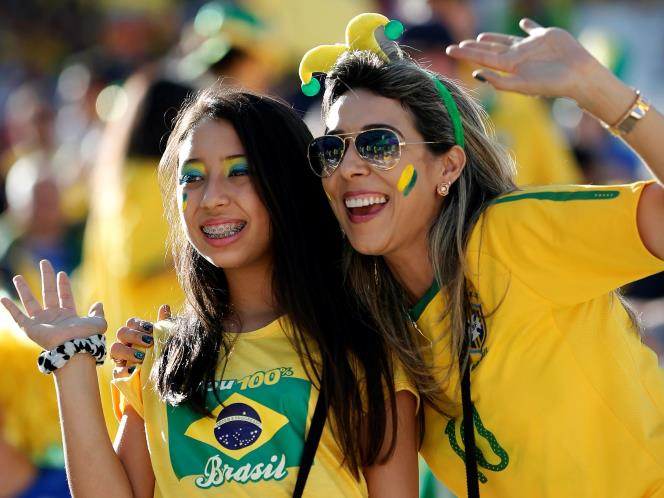 : Supporter Cewek Brazil Cantik, Seksi, dan Menggoda di Laga Brazil ...