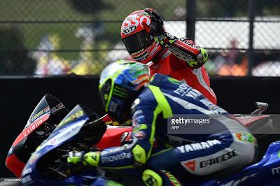 Andrea Iannone: Rossi Itu Pelit Tips!