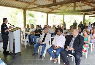 Coronel Cleber Maia dá boas-vindas aos participantes do Café Comunitário da PM