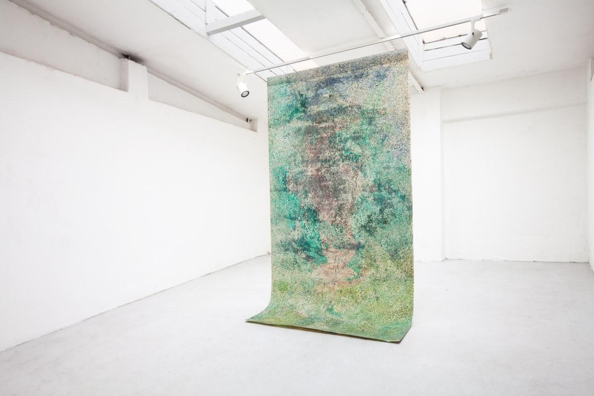 """pohled do instalace výstavy : """"Bezčasí"""", Galerie Prám, Praha"""
