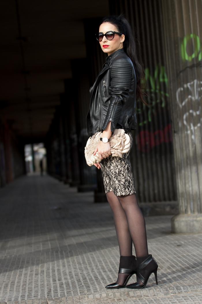 Look con vetido romántico ceñido de encaje negro de Olimara marca española blog moda tendencias belleza Valencia