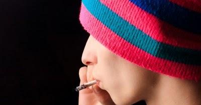 Fumeurs de cigarettes chez les adolescentes