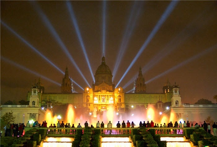 Montjuic magic fountain show barcelona city travel for Cinema montjuic 2016