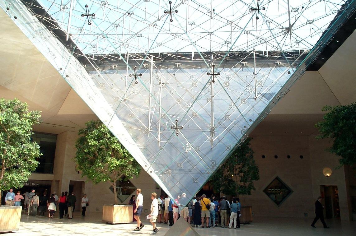 Apuntes revista digital de arquitectura la piramide de for Arquitectos y sus obras