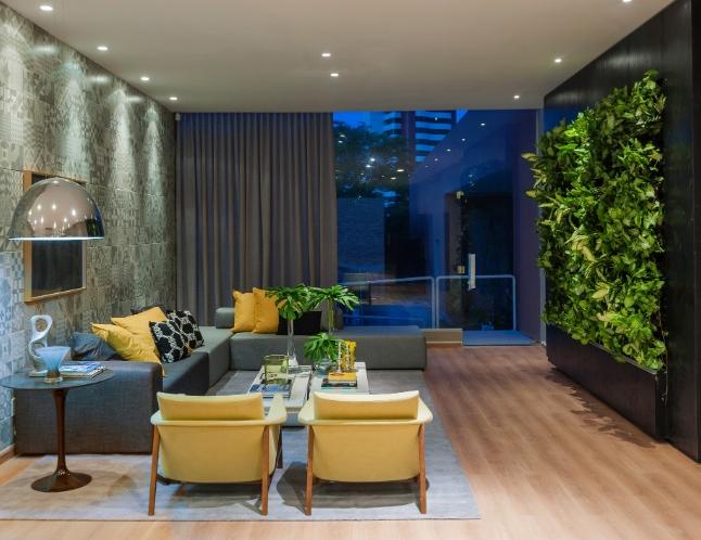 jardim vertical na sala:Perfeitos para ambientes pequenos, pois ocupam pouco espaço,são