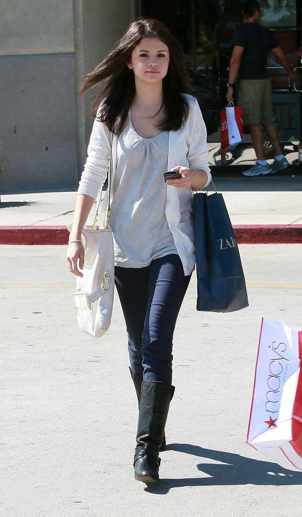 Selena Gomez Cardigan Celebrities Style