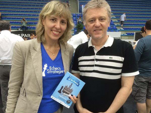 La grand-maître d'échecs Tatiana Dornbusch en compagnie Stéphane Laborde de Diagonale TV - Photo Échecs & Stratégie