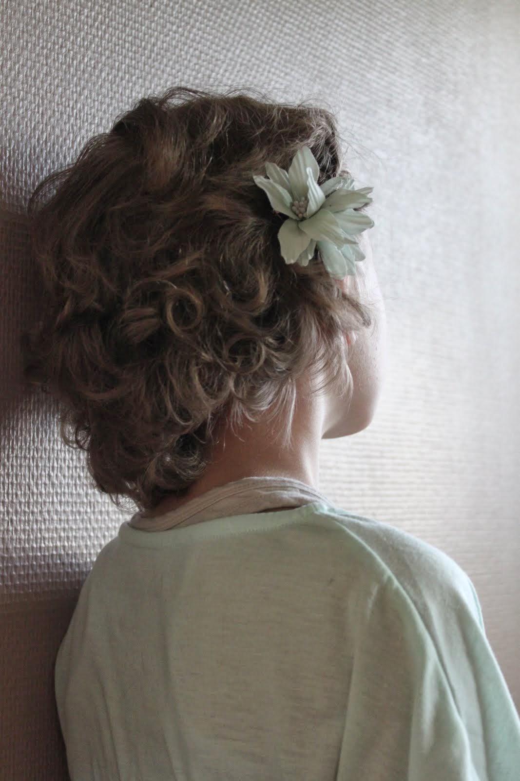 Tyttö tarinoiden takaa...