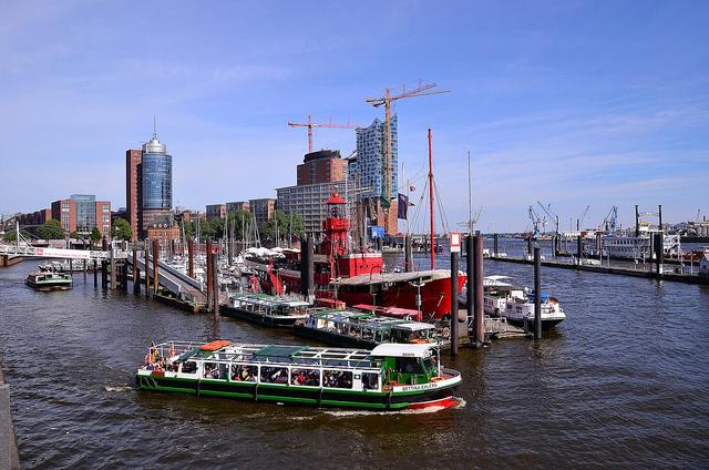 Cảng Hamburg nằm bên dòng sông Elbe