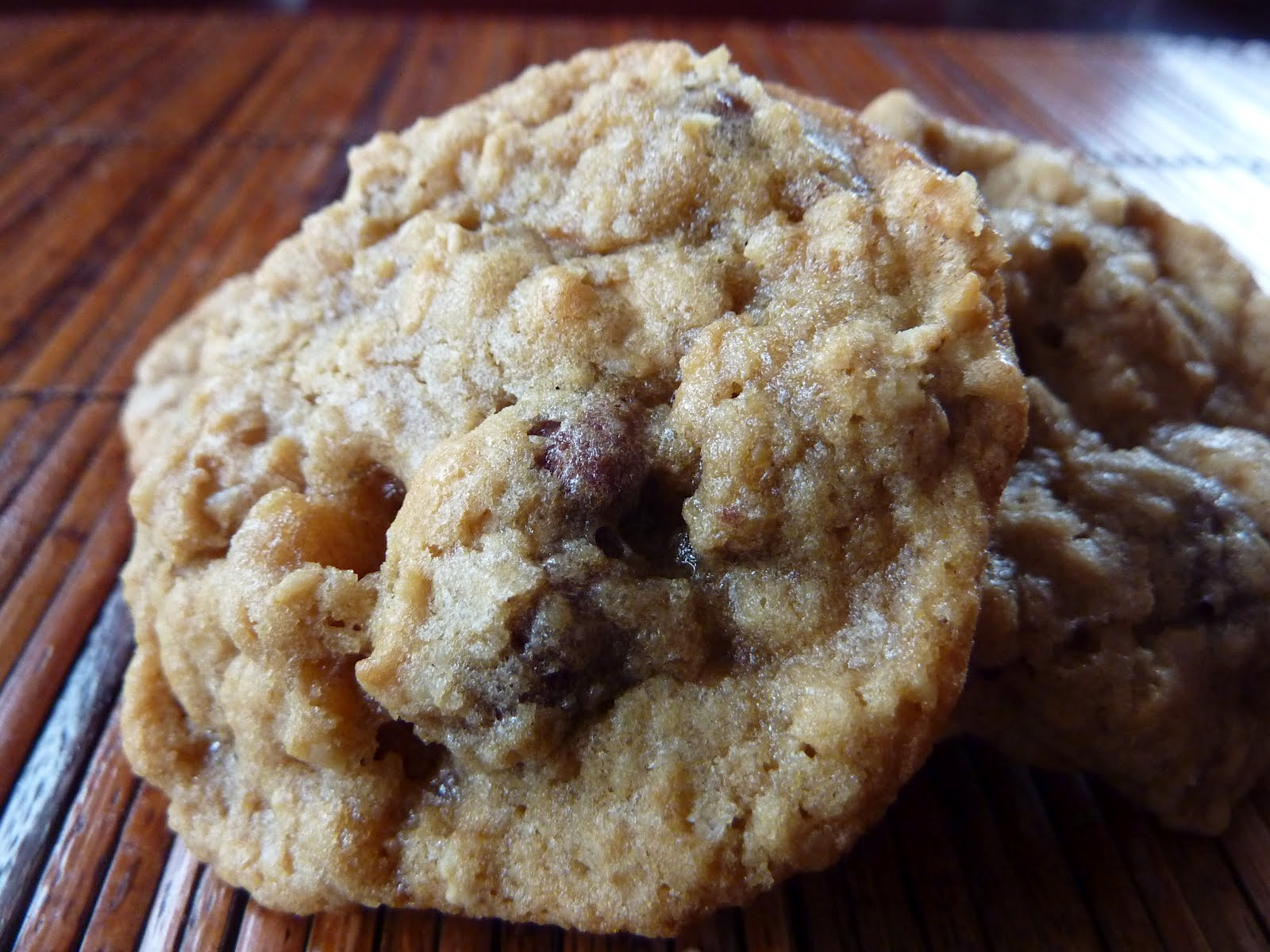 Cookies on Friday: Favorite Oatmeal (Raisinet) Cookies