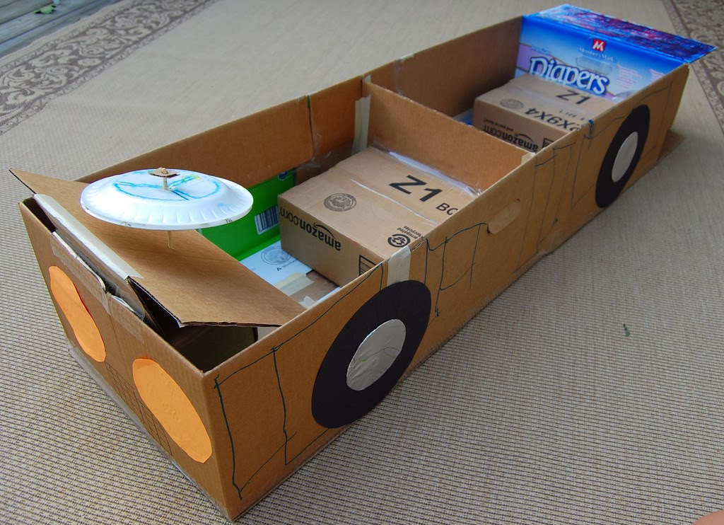 Как сделать машину из коробки для детей своими руками 10
