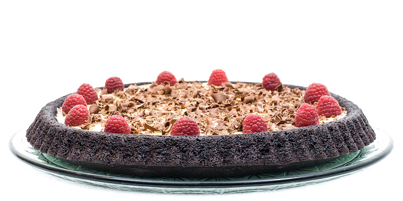 Triple chocolate cake raspberry profil side