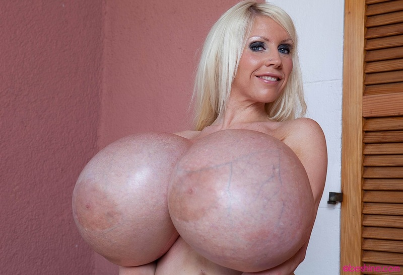 Самые большая голая грудь а мире 10 фотография