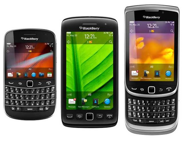 Con la salida de los últimos dispositivos tope de gama de Blackberry (Bold 9900, Torch 9810 y Torch 9860) con el nuevo sistema operativo Blackberry 7 y nuevos procesadores de 1,2 GHz y pantallas táctiles. RIM por findispone de terminales a la altura de la competencia a la espera de la nueva generación de terminales con SO QNX y que, en mi opinión, convivirán algún tiempo con el Blackberry 7.La cuestión ahora es cuál elegir, porque aunque los tres dispositivos comparten características técnicas prácticamente idénticas, hay algo que los distingue claramente y es el propio diseño del dispositivo. Todos ellos
