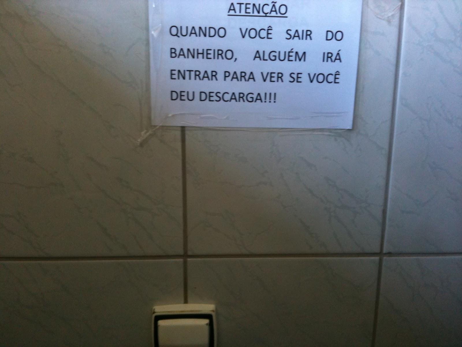 do mundo geek: Placa aviso de banheiro Para onde olho tem um #2058AB 1600 1200