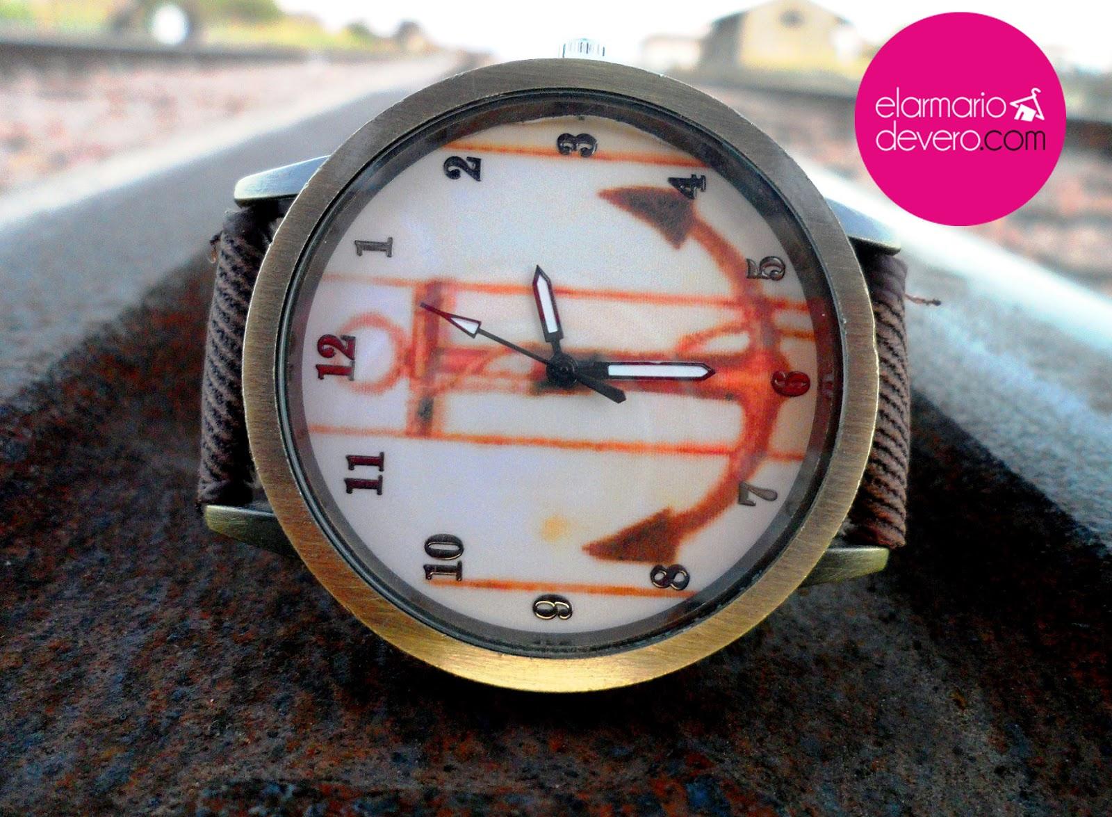 Reloj marrón ancla