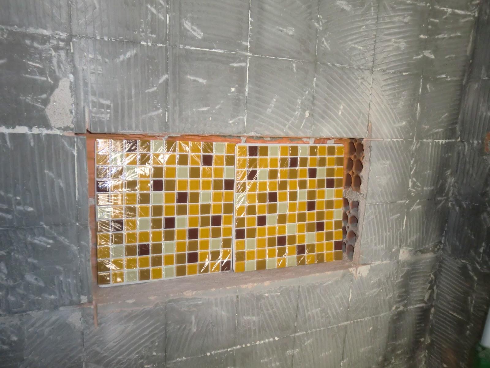 #AF801C Detalhe do porcelanato madeira   revestimento branco   pastilhas 1600x1200 px Banheiro Pequeno Antes E Depois 2427