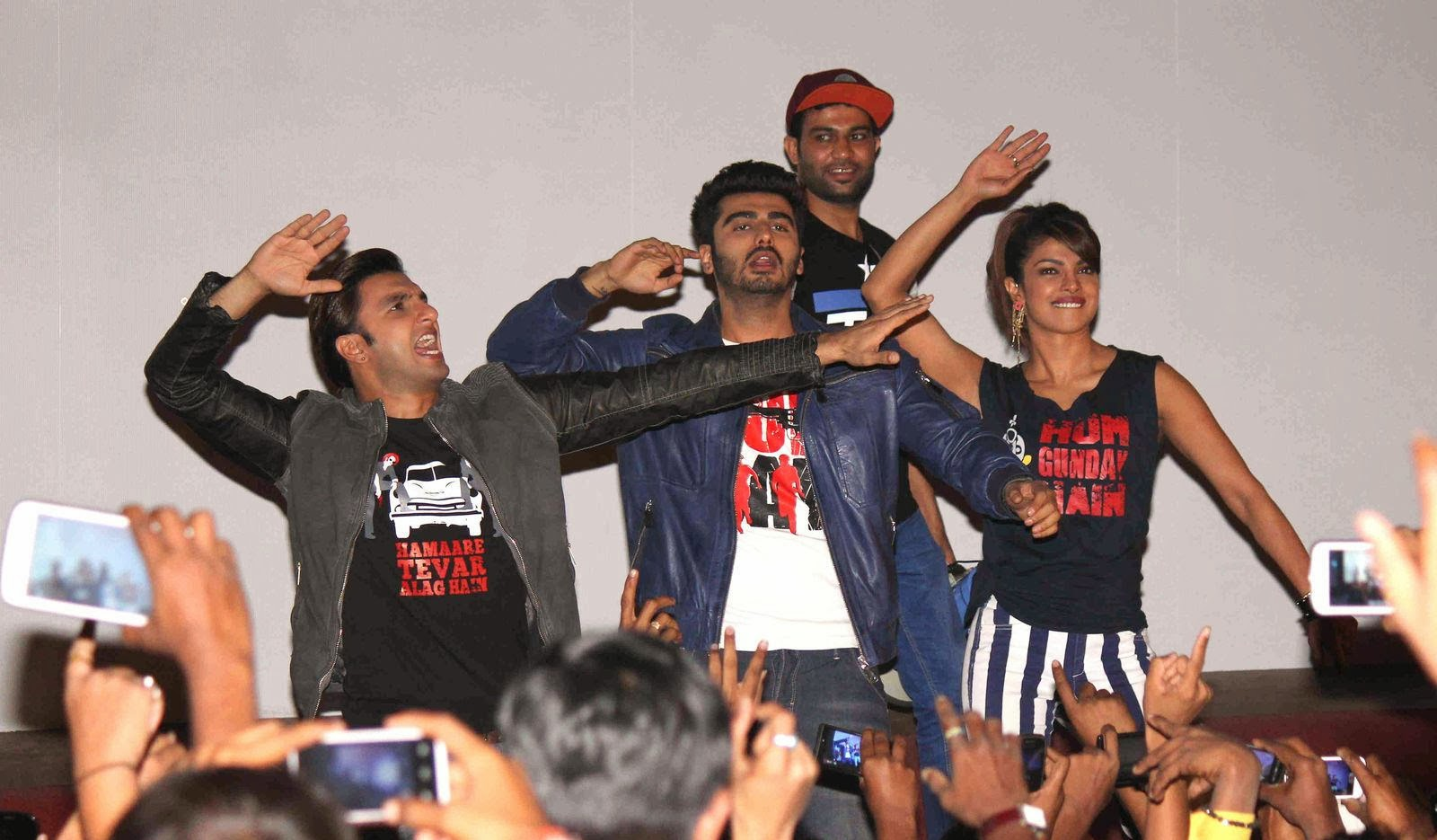 http://2.bp.blogspot.com/-GGGMg8hh8hg/Uv8qhpuvjsI/AAAAAAAAk0I/3fjUqaq4v0g/s1600/Gunday+Movie+Team+Visit+Gaiety+Galaxy+For+Movie+Promotions+%25288%2529.jpg