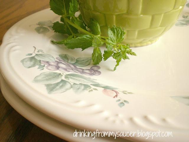"Pfaltzgraff ""Grapevine"" dinner plates"