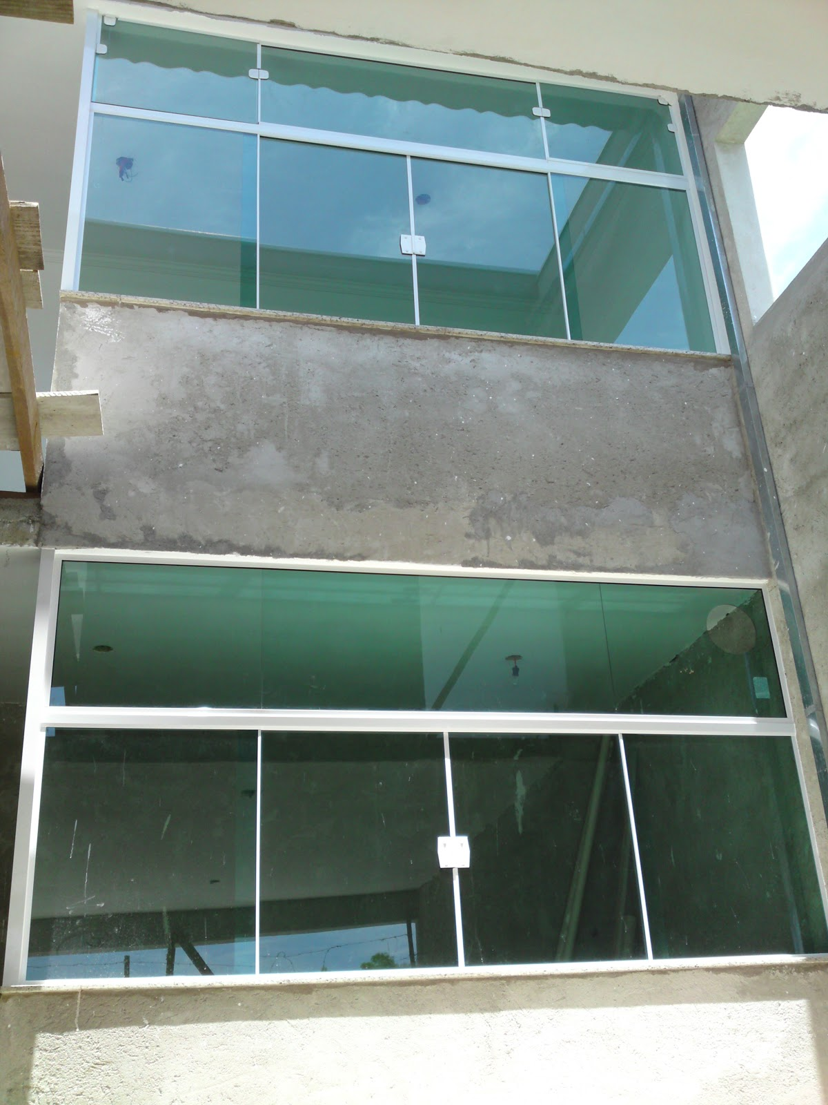#437388 Vidraçaria Cinderela: Janelas em vidro temperado verde   kit branco 286 Janelas De Vidro Sanfonadas