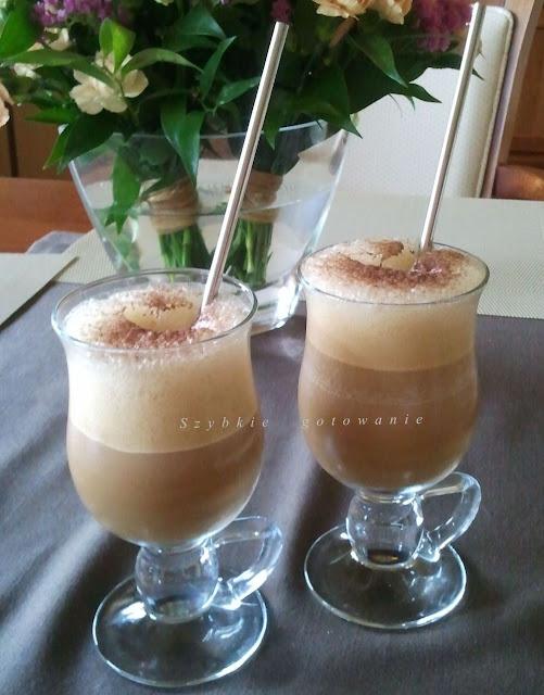 Pyszna mrożona kawa z lodami