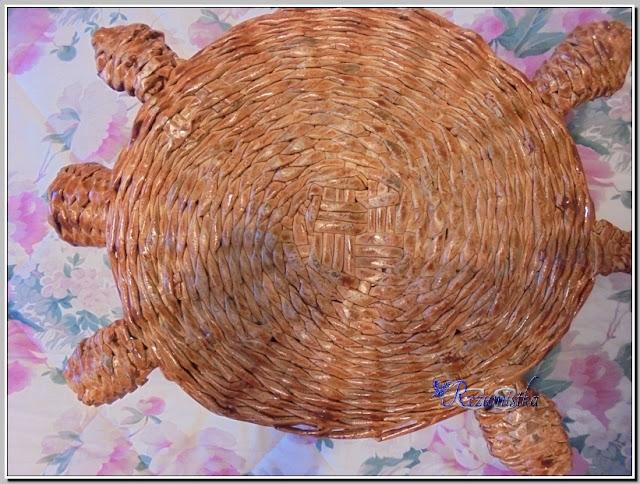 вид снизу плетеной черепахи