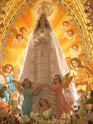 Imagen de la Virgen del Valle rodeada de angeles
