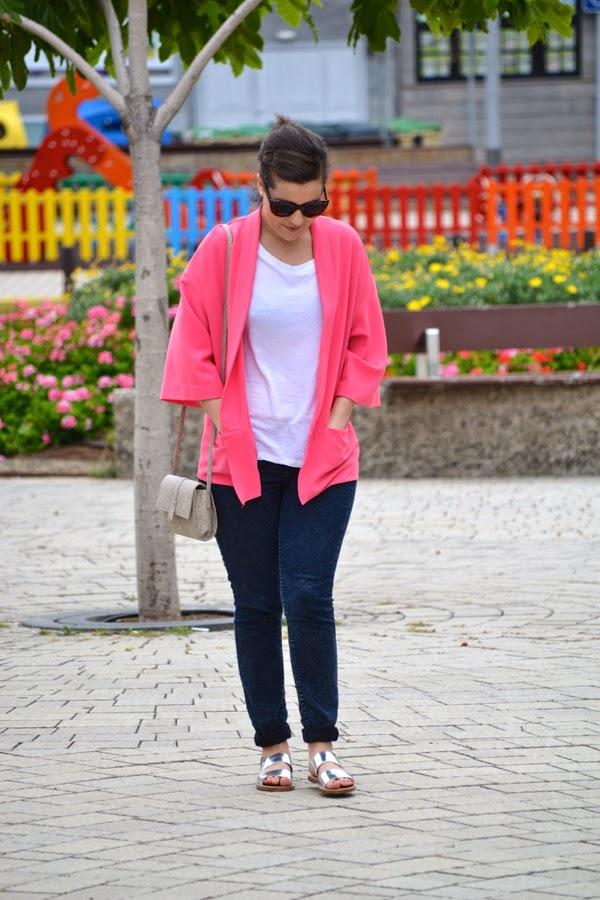 look_kimono_rosa_primavera_sandalias_plateadas_lolalolailo_05