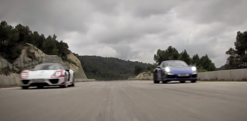 【動画】ポルシェ911ターボSと918スパイダーのドラッグレース!