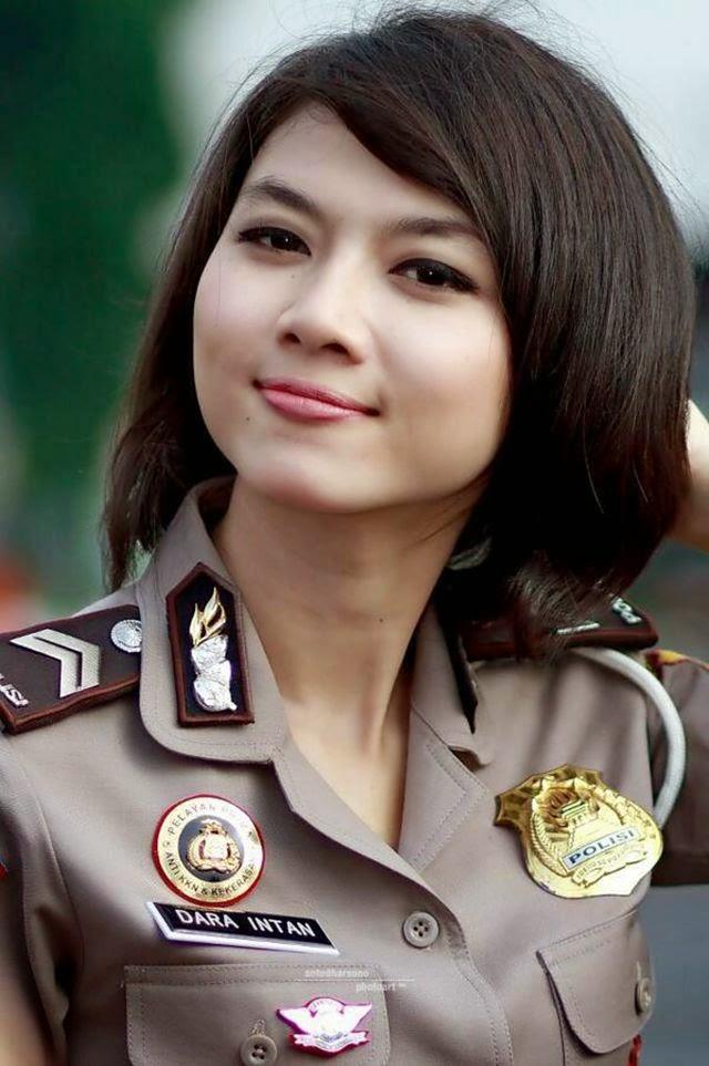 Foto Polwan Cantik Indonesia Dengan Pesona Seragam Polisinya ~ Pairin ...