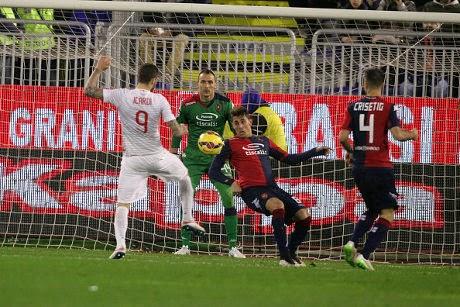 Inter Milan Menang Tipis 2-1 Atas Cagliari