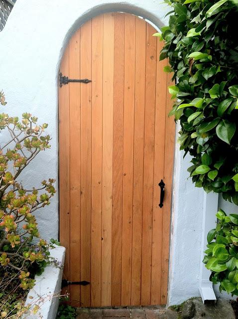 round top redwood gate