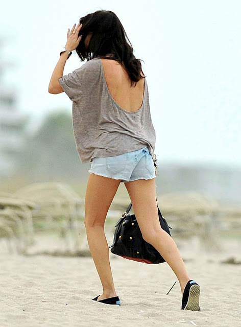 Selena Gomez – Leggy Candids in Palm Beach