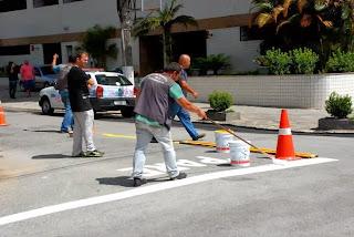 Pintura de faixa de trânsito em Agriões