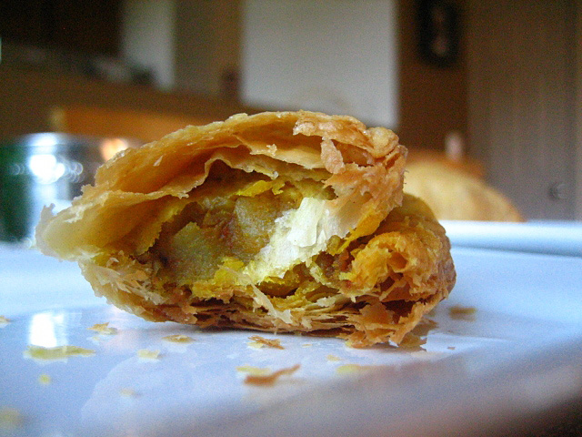 Mujahidah Islamiah: My Favourite Malaysian Cuisine Food- Curry Puff
